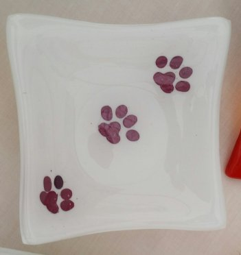 Retro dish paw prints 1
